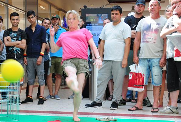Waschmaschinenfussball mit Mall-Marekting. Das Torwandschiessen der besonderen Art. Dieses Spiel liefert Mall-Marketing als spannendes, erprobtes Gewinnspiel.